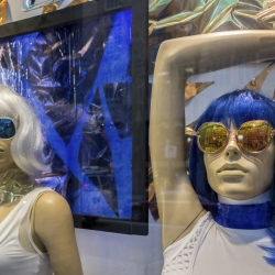 Laura Storck: #philly_mannequins, American Apparel