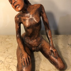 crouching-woman-terracotta