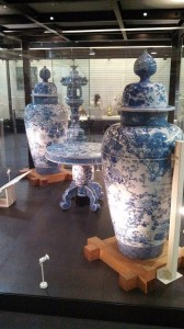 Setomono often looks like the traditional blue and white ceramic glaze associated with China